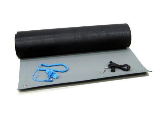 Tappeto antistatico per postazione di lavoro con bracciale e cavetto di terra