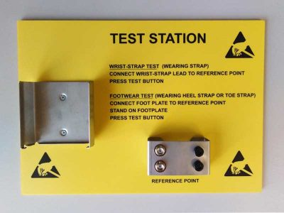 Pannello giallo con istruzioni per stazioni di test EEBCSTAT